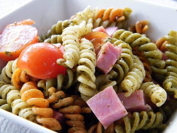 pesto-pastasalade met ham