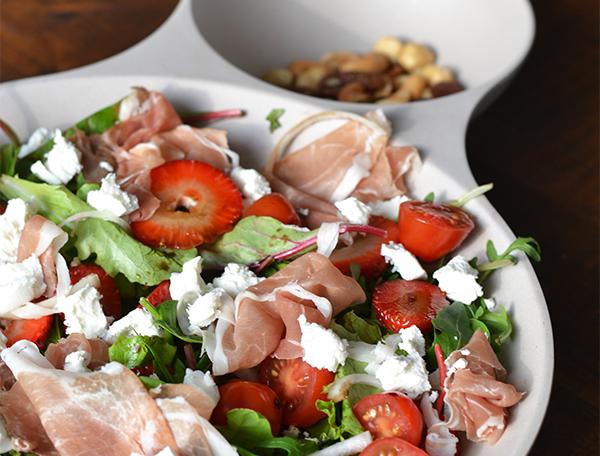 salade met geitenkaas, aardbeien en parmaham