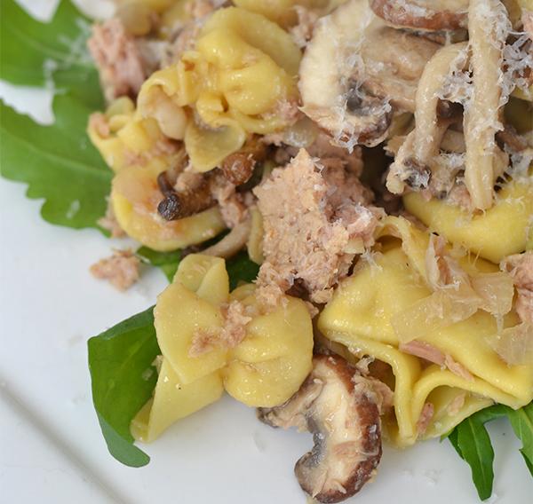 ravioli met paddenstoelen en tonijn