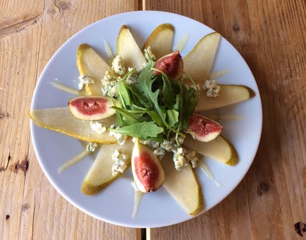 Perencarpaccio met vijgen en blauwe kaas