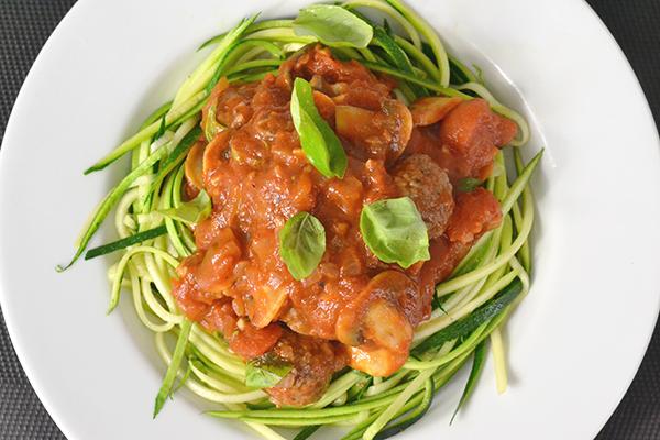 Courghetti met gehaktballetjes in tomatensaus