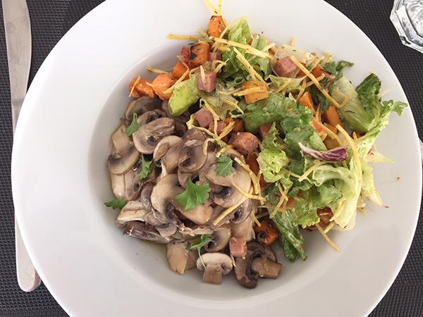 Kip uit de slowcooker met zoete aardappelsalade
