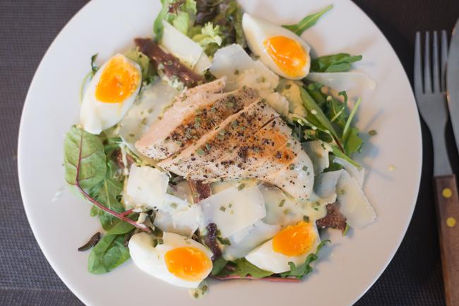 Caesar salad met yoghurtdressing