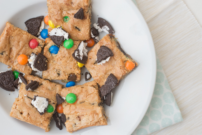 M&M Oreo Blondies met Twix