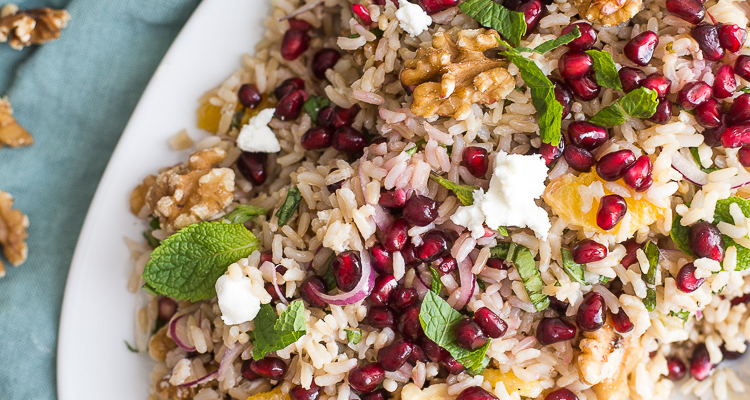 Rijstsalade met geitenkaas en granaatappel