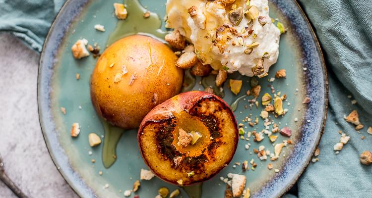 Gegrilde perziken met vanillemascarpone