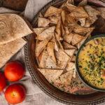 Tortillachips met warme kaasdip