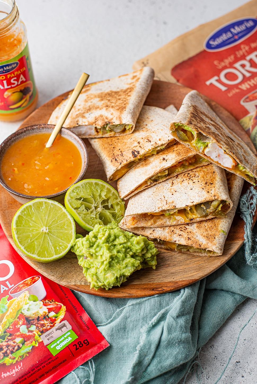 Quesadilla's met gamba's en mango-papaja salsa