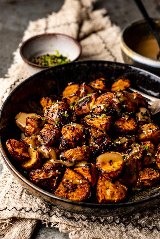 Pittig geroosterde aardappels met tahin