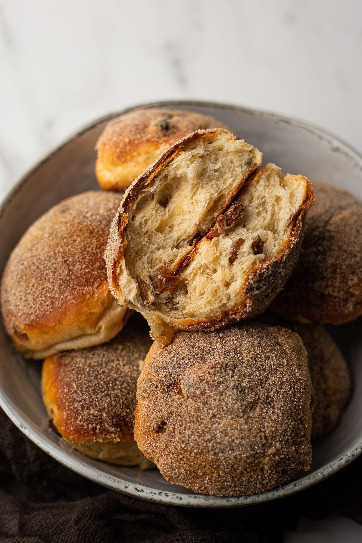 Kwarkbroodjes met rozijnen