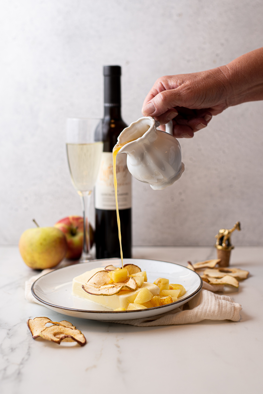 Appel-vanilleparfait met appel-karamelsaus