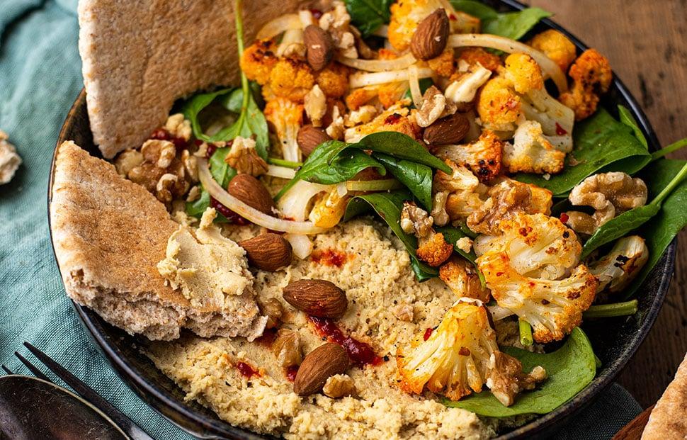 Hummus bowl met geroosterde bloemkool