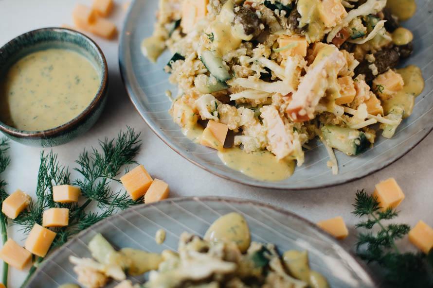 Witte koolsalade met oude kaas