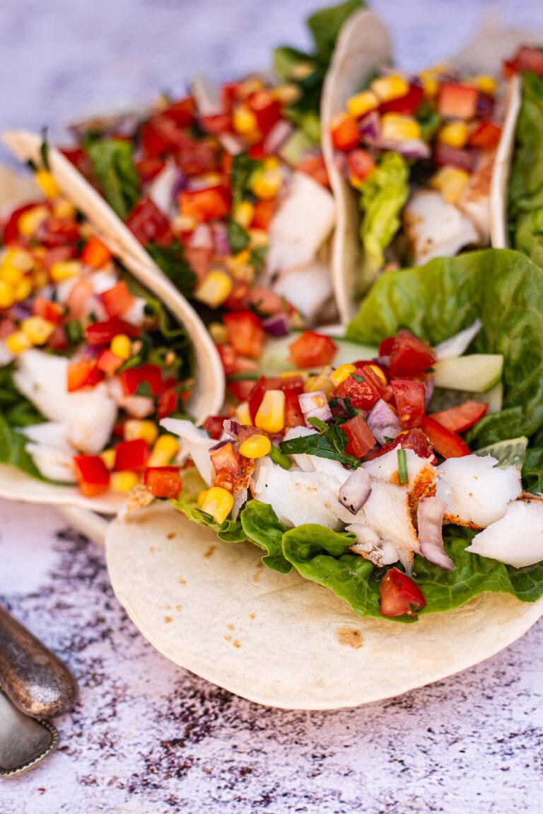 soft taco's met cajun kabeljauw en maissalsa