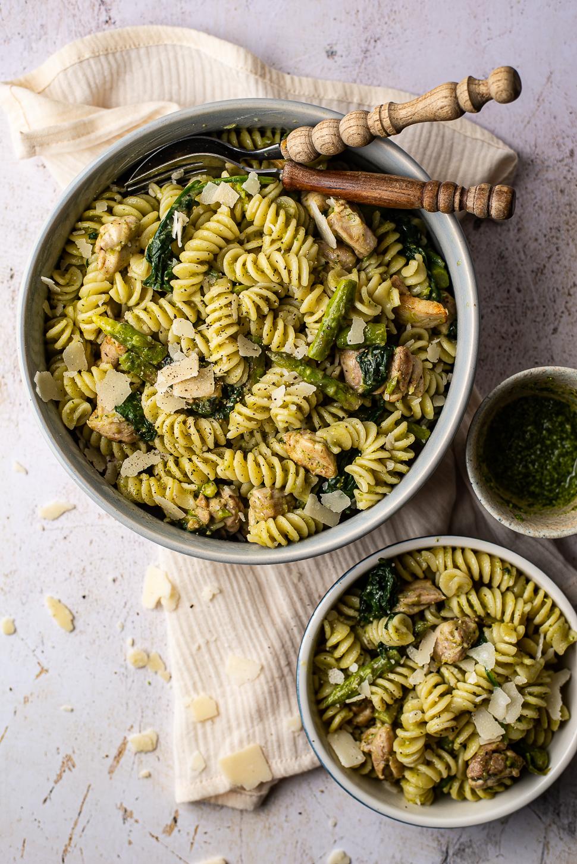 Pasta met groene aspergepesto en kip