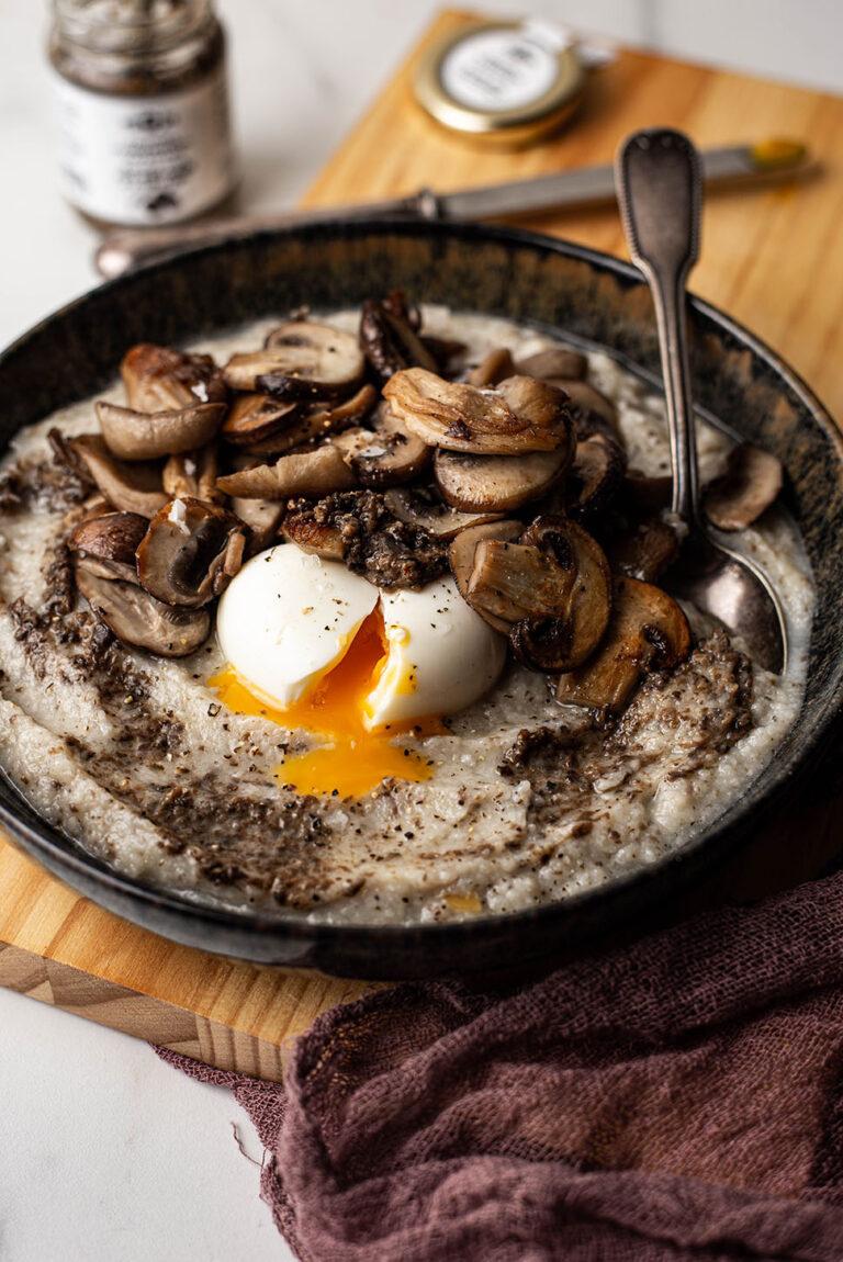 bloemkool-truffelpuree met paddenstoelen en zachtgekookt ei