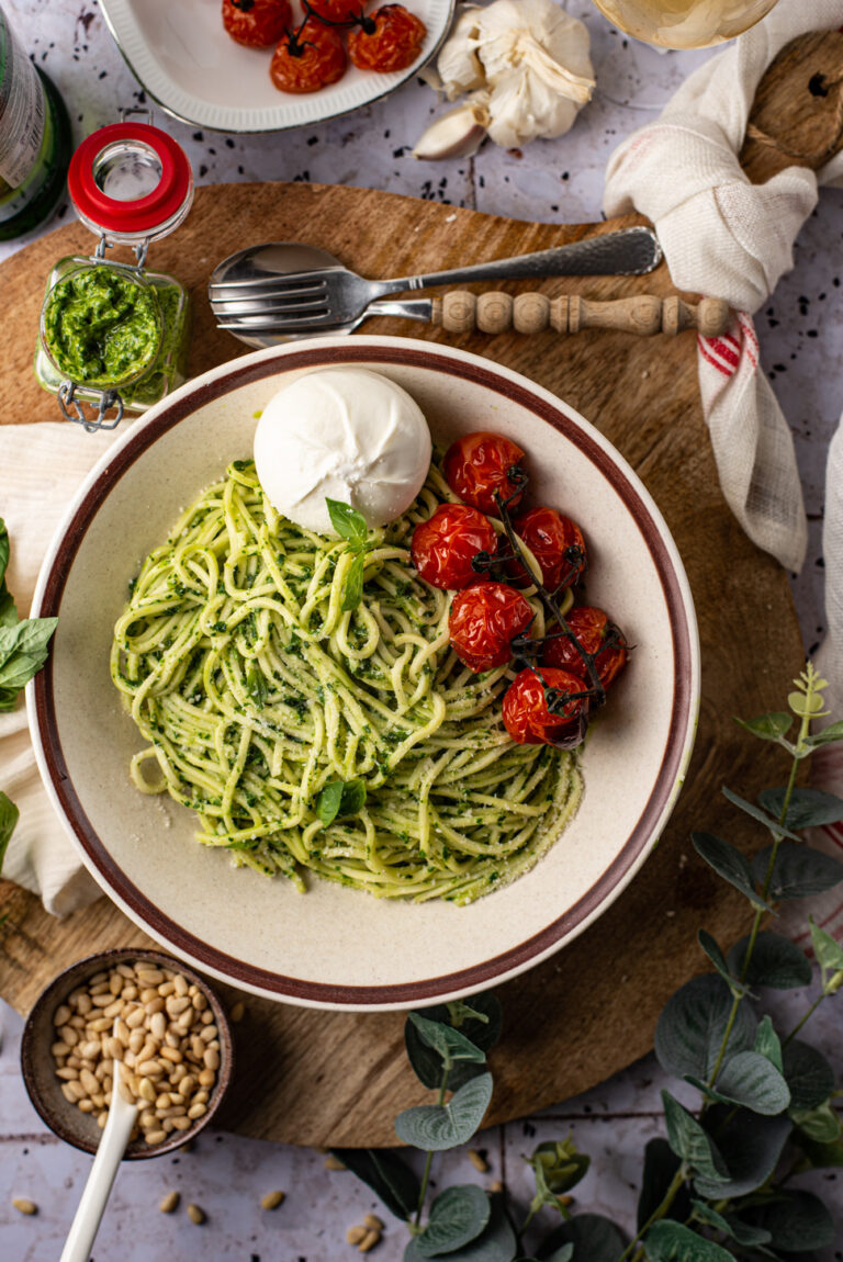 spaghetti met spinaziepesto en burrata